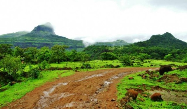 rajmachi trekking route pic