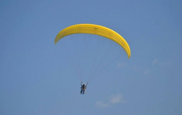 season paragliding in bir billing.jpg