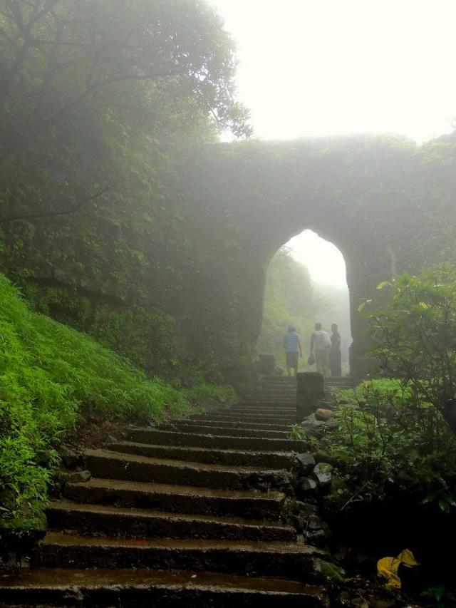 entrance-of-the-korigad-fort