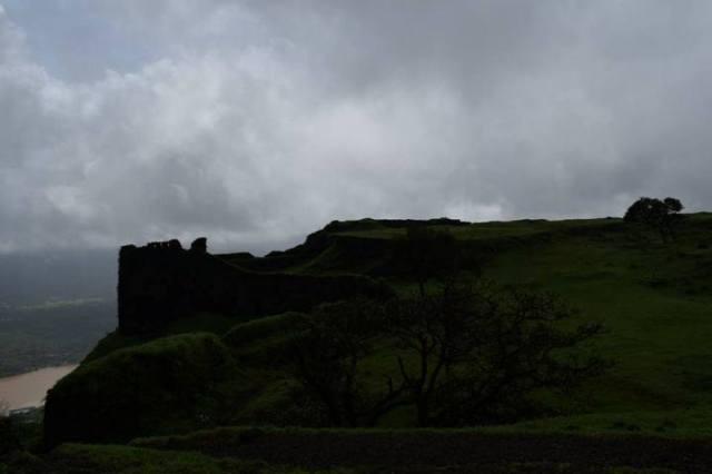 fort-trek-to-korigad-with-mumbai-travellers