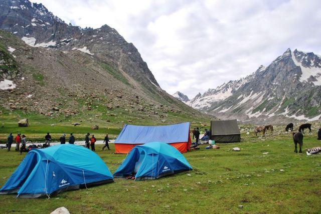 hampta pass trek in july